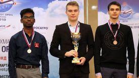 Владислав Ковалев (в центре). Фото Белорусской федерации шахмат