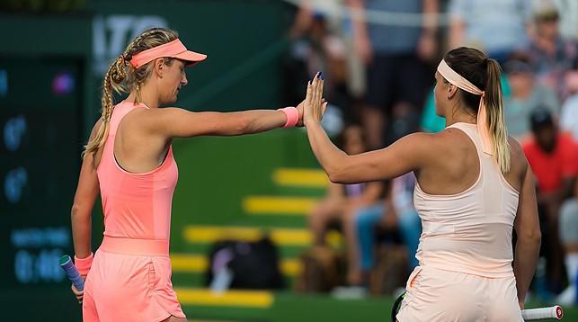 Виктория Азаренко и Арина Соболенко. Фото WomensTennisBlog