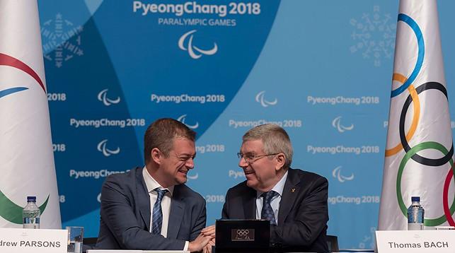Эндрю Парсонс и Томас Бах. Фото МОК