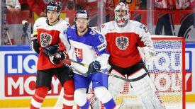 Во время матча Австрия - Словакия. Фото IIHF