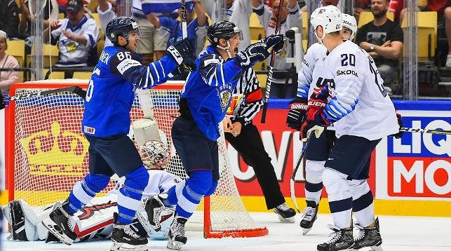Во время матча Финляндия - США. Фото IIHF