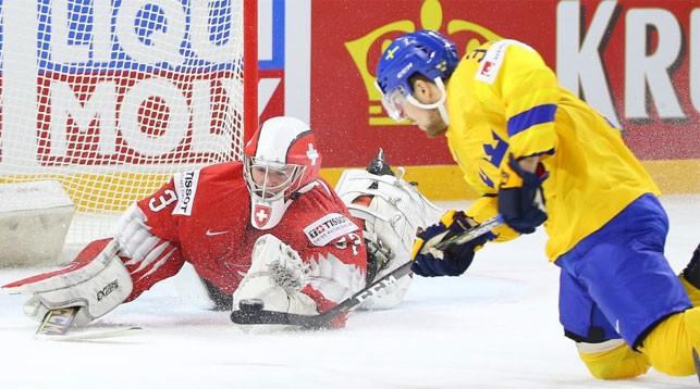 Во время матча Швеция - Швейцария на групповом этапе. Фото IIHF
