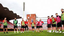 Футболисты сборной Беларуси во время тренировки на стадионе в Тампере. Фото АБФФ