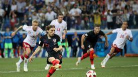 Лука Модрич не реализует пенальти в дополнительное время. Фото ФИФА