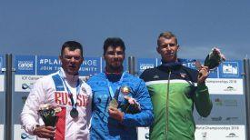 Артем Козырь (в центре). Фото организаторов чемпионата мира