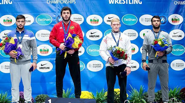 Никита Климович (второй справа). Фото Международной федерации борьбы