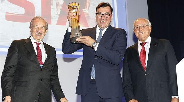 Президент Национальной федерации Италии Пьетро Бруно Каттанео, президентом Российской Федерации волейбола Станиславом Шевченко и президент FIVB Ари Граса. Фото FIVB