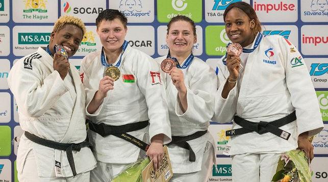 Марина Слуцкая (вторая слева). Фото Международной федерации дзюдо