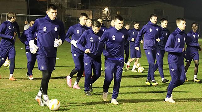 Борисовские футболисты проводят тренировку в Салониках. Фото ФК БАТЭ