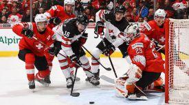 Во время матча Швейцария - Канада. Фото IIHF
