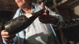 Виноград, который пошел на изготовление вина, был собран в годы правления короля Людовика XV. Фото AFP