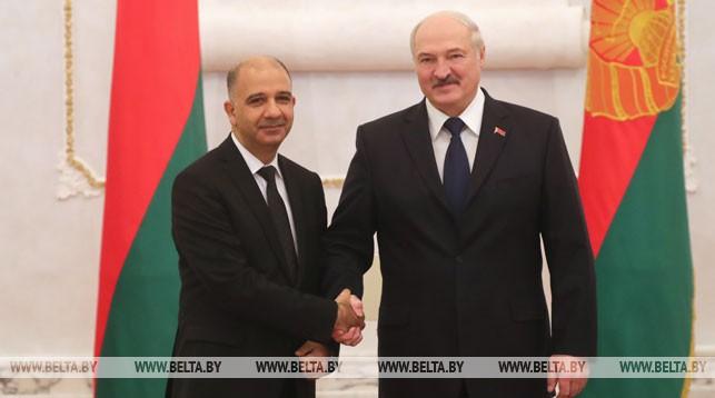 Чрезвычайный и Полномочный Посол Туниса в Беларуси Мохаммед Али Шихи и Президент Беларуси Александр Лукашенко