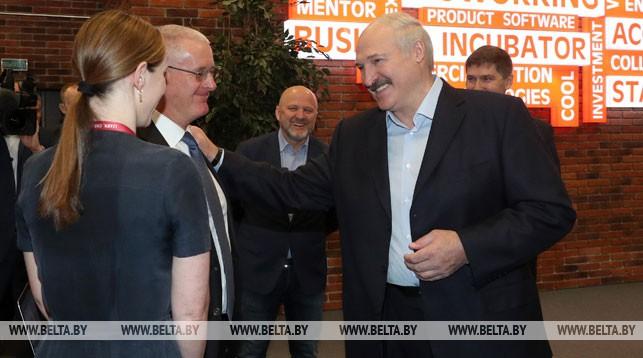 Александр Лукашенко во время посещения Парка высоких технологий