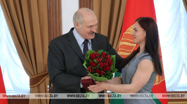 Александр Лукашенко и Дарья Наумова