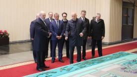 Александр Лукашенко во время посещения Национального аэропорта