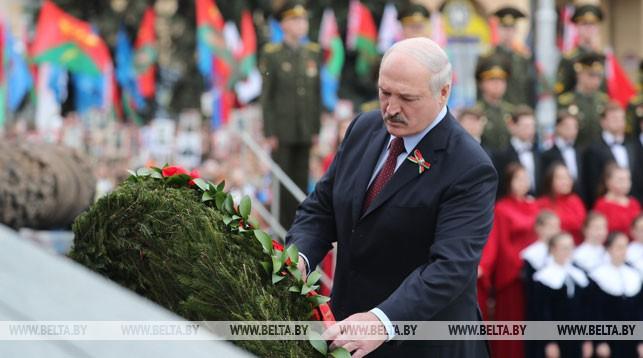 Александр Лукашенко во время церемонии возложения венков