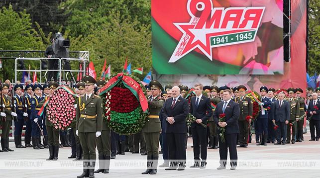 Александр Лукашенко на церемонии возложения венков