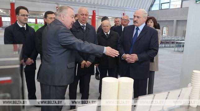 Александр Лукашенко во время посещения Студенческой деревни