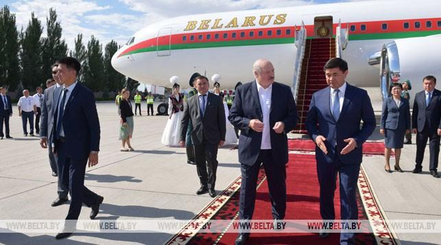 Александр Лукашенко в международном аэропорту Манас