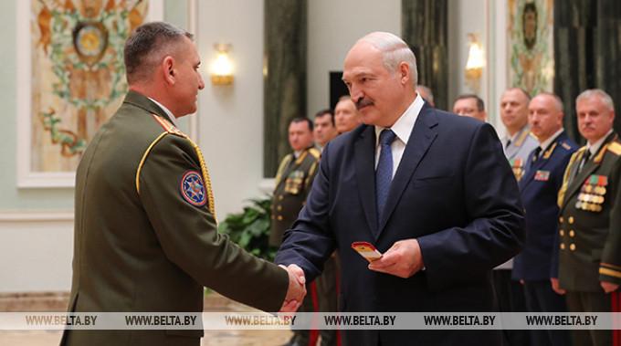 Погоны генерал-майора внутренней службы вручены заместителю министра по чрезвычайным ситуациям Анатолию Долголевцу