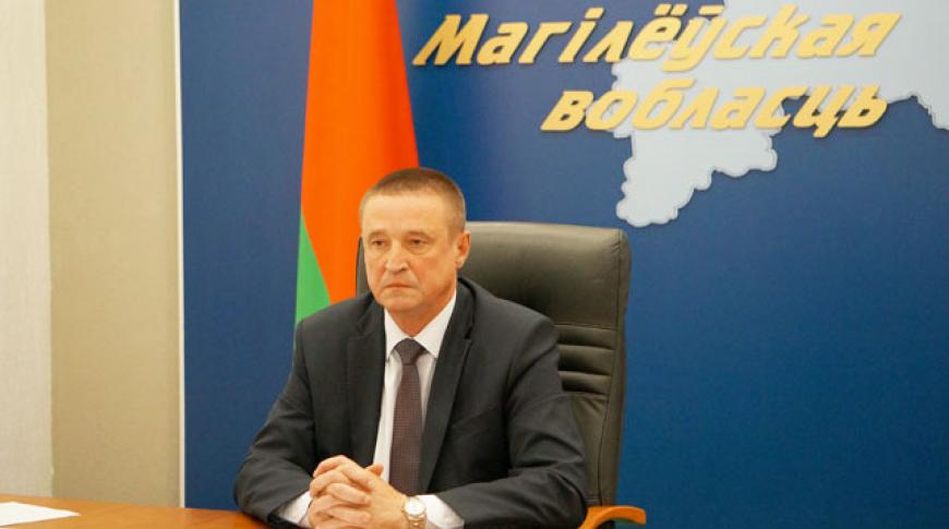 Леонид Заяц во время селекторного совещания