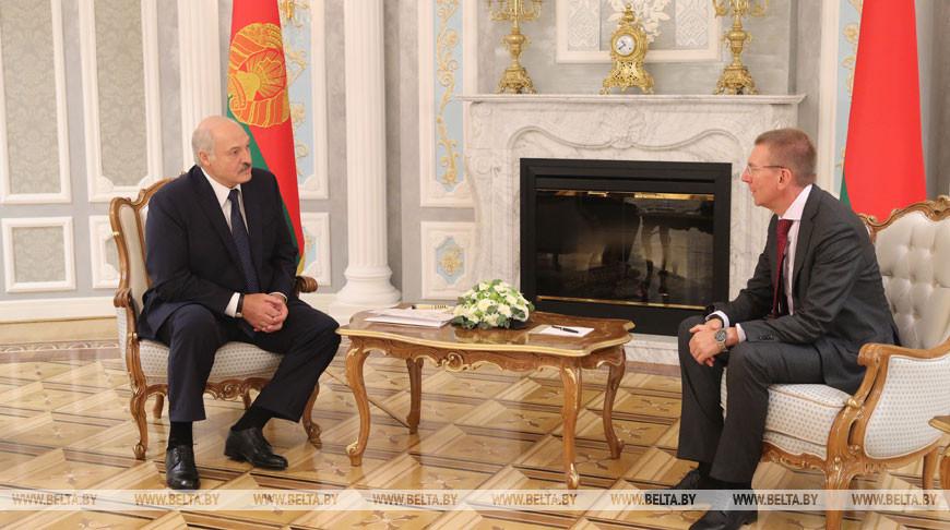Александр Лукашенко и Эдгарс Ринкевичс