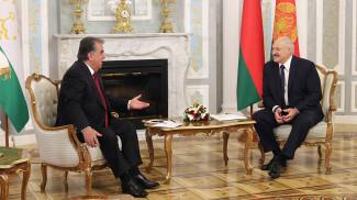 Эмомали Рахмон и Александр Лукашенко. Фото из архива
