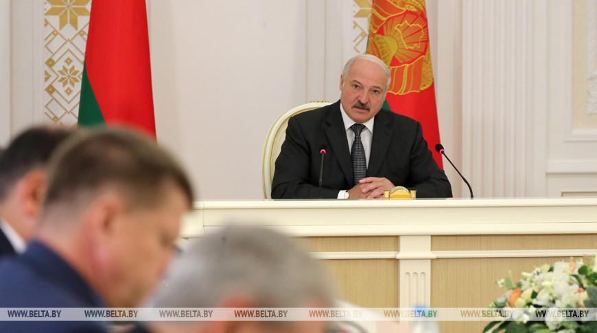 О планах в экономике и сотрудничестве с Россией — Александр Лукашенко собрал совещание с членами правительства