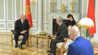 Александр Лукашенко и Цзинь Лицюнь во время встречи