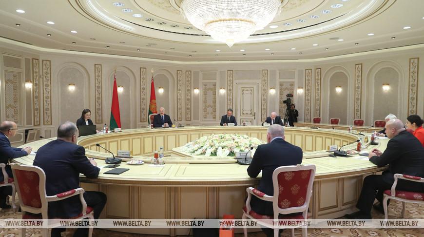 Александр Лукашенко проводит встречу с украинскими СМИ