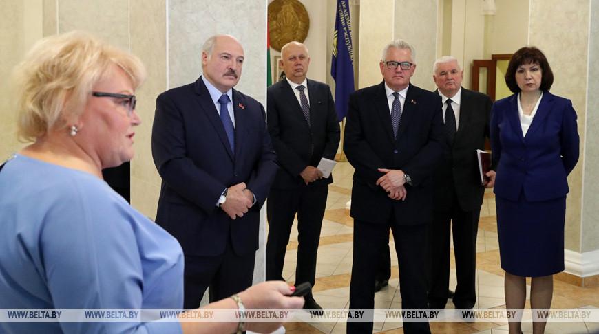 Александр Лукашенко во время посещения