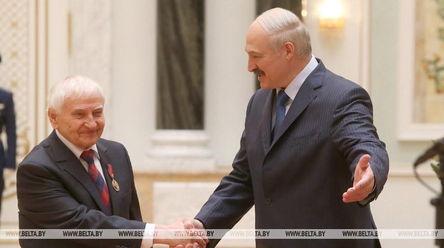 Тадеуш Кокштыс и Александр Лукашенко. Фото из архива