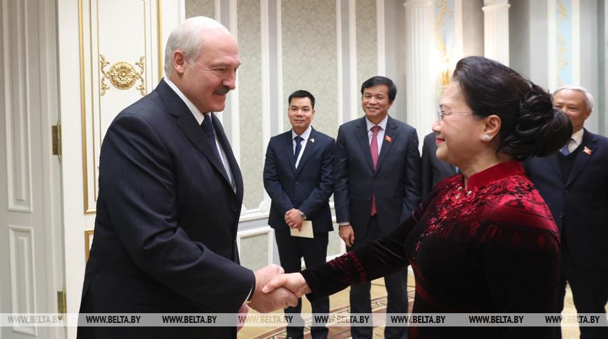 Александр Лукашенко и Нгуен Тхи Ким Нган