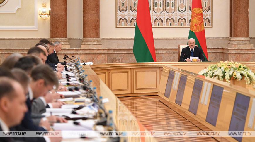 Александр Лукашенко требует максимальной отдачи от каждого вложенного рубля в экономику