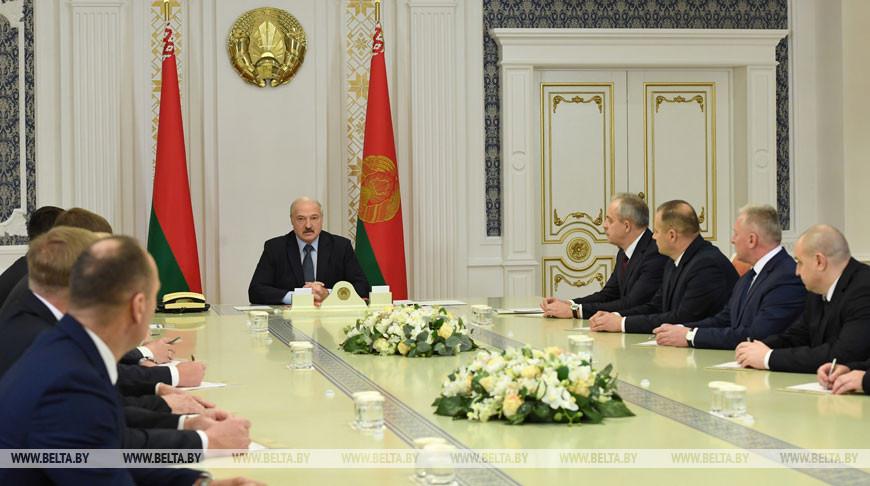 Люди, экономика и профессионализм — Лукашенко дал наказы новым руководителям местной вертикали