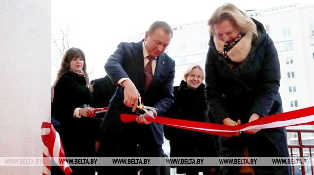 Во время открытия нового офиса посольства