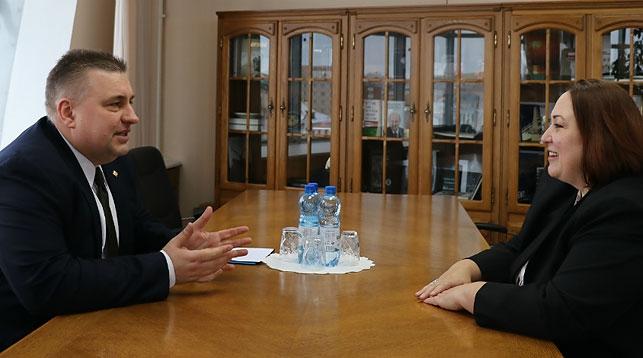 Олег Кравченко и Дженифер Мур. Фото МИД