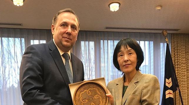 Руслан Есин и Харуми Такахаси. Фото посольства Беларуси в Японии