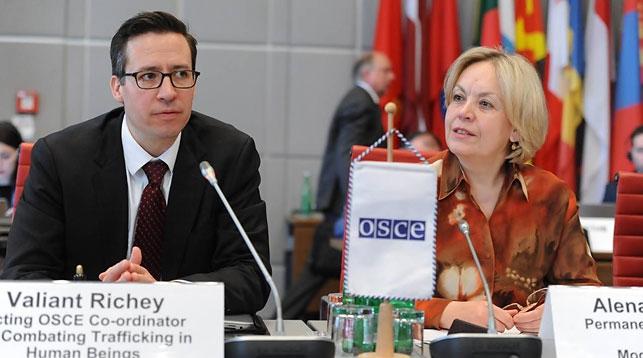 Валиант Ричи и Елена Купчина. Фото ОБСЕ