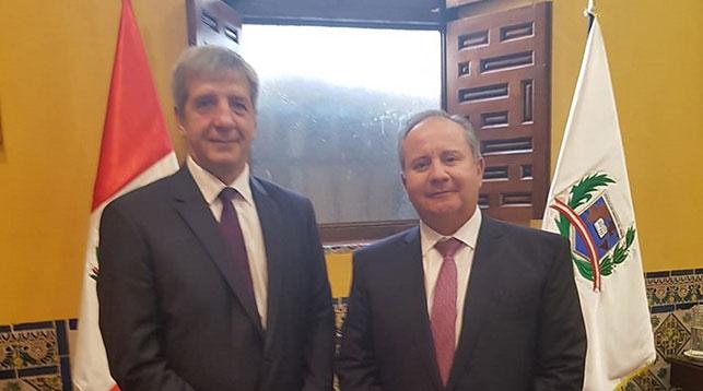 Мануэль Талавер Эспинар и Владимир Астапенко. Фото посольства Беларуси в Аргентине