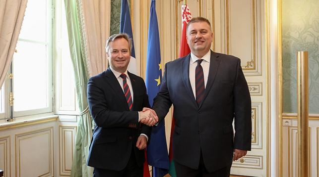 Жан-Батист Лемуан и Олег Кравченко. Фото посольства Беларуси в Париже