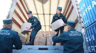 Во время погрузки гуманитарной помощи. Фото из архива