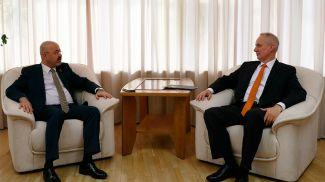 Хайдар Мансур Хади и Андрей Дапкюнас. Фото МИД