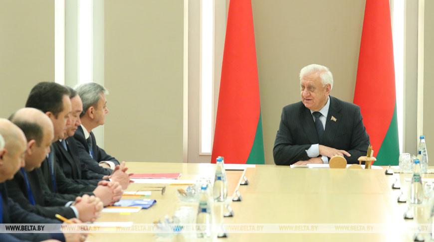 Михаил Мясникович во время встречи