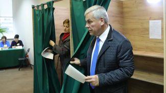 Владимир Андрейченко во время голосования