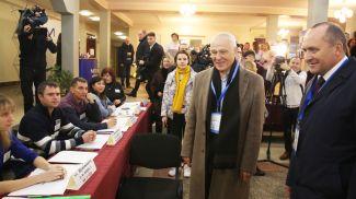Григорий Рапота на избирательном учатске