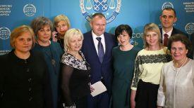 Максим Ермолович (в центре)