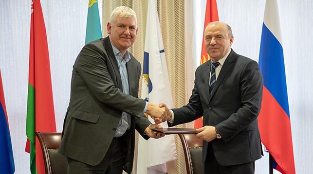 Марк Васмут и Виктор Назаренко. Фото пресс-службы ЕЭК