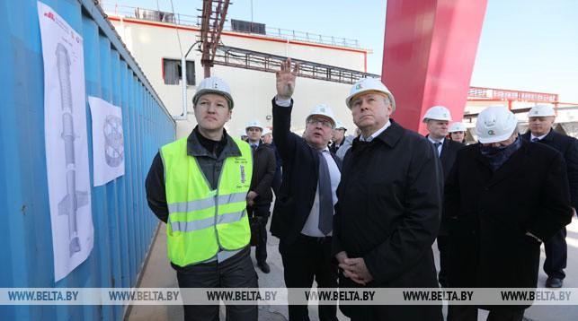 Сергей Румас во время посещения строительной площадки Нежинского ГОКа