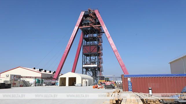 На строительной площадке Нежинского ГОКа. Фото из архива
